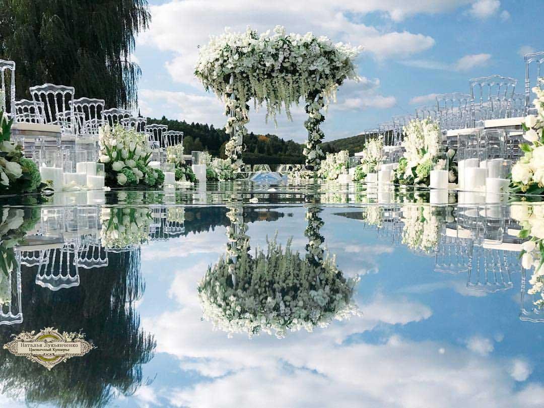 arche-fleurs-et-reflets-dans-l-eau