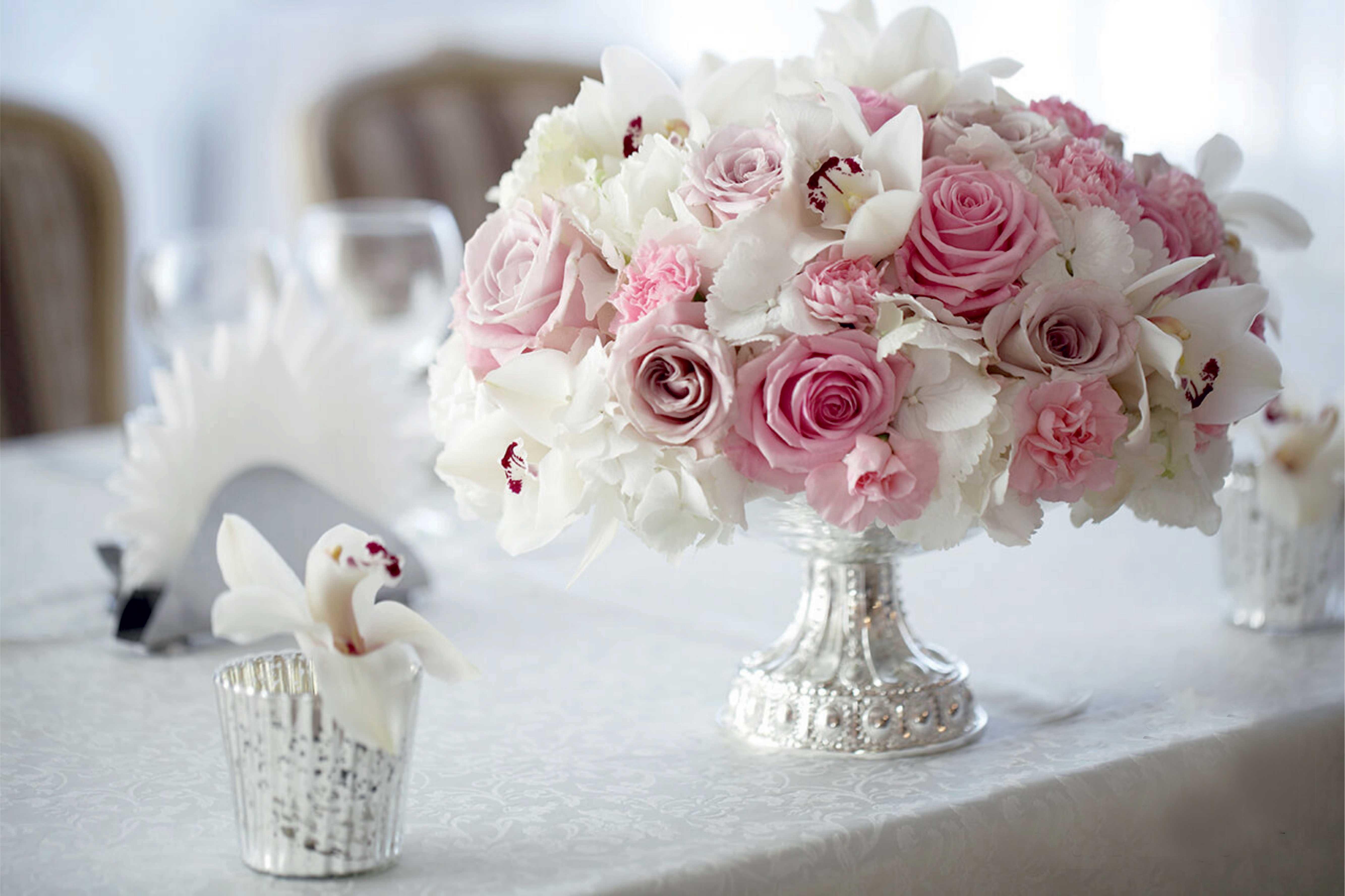 bouquet-de-fleurs-roses-et-blanches