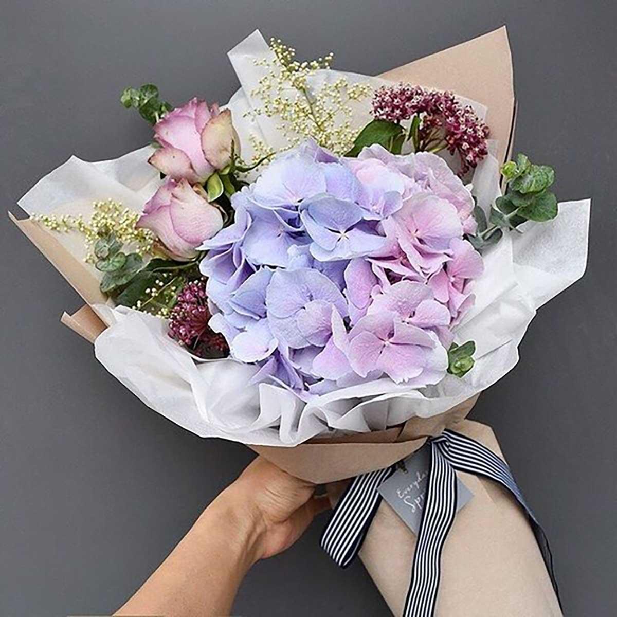 bouquet-evenementiel-fleurs-violettes