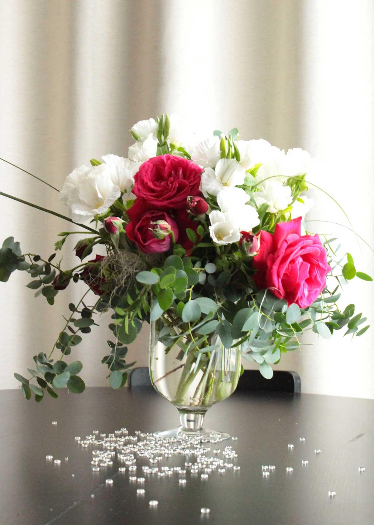 bouquet-vase-sur-table-hotel