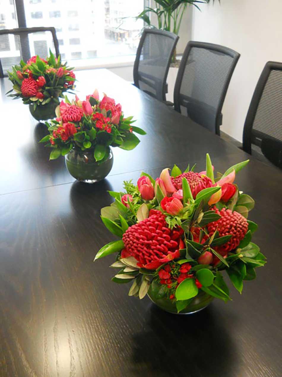 hotel-table-fleur-rouges
