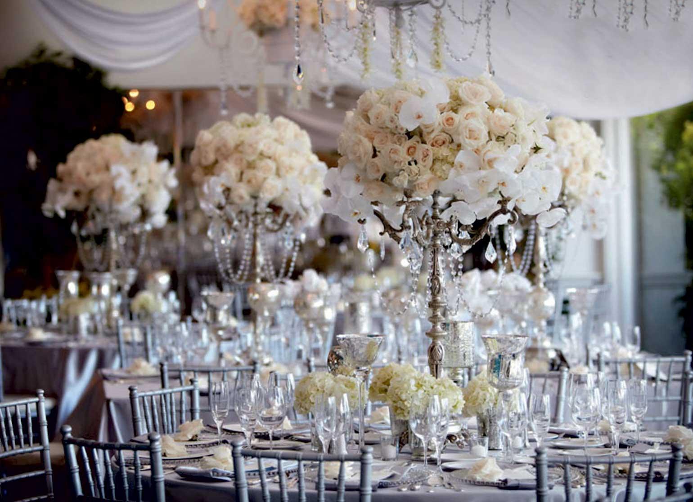 table-et-fleurs-blanches