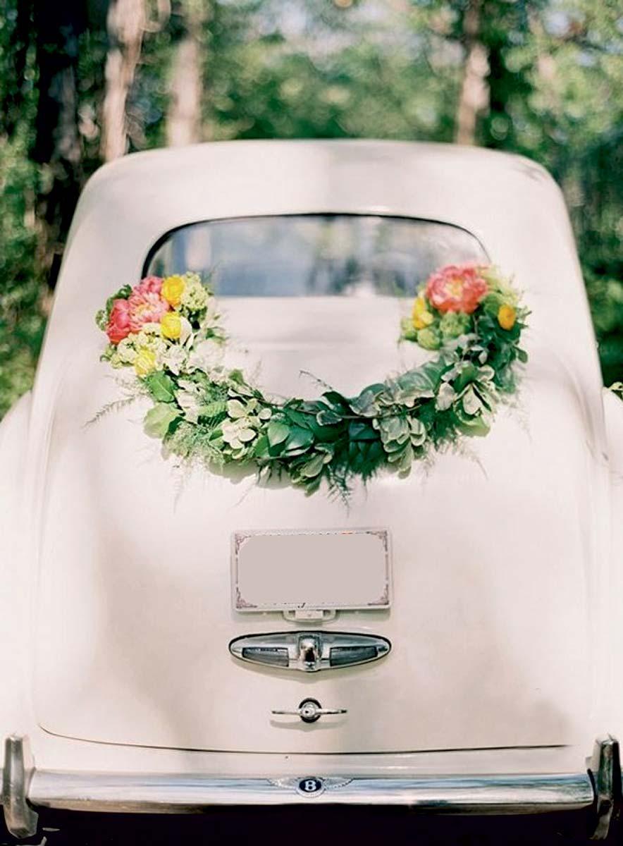 voiture-blanche-bouquet-de-fleurs