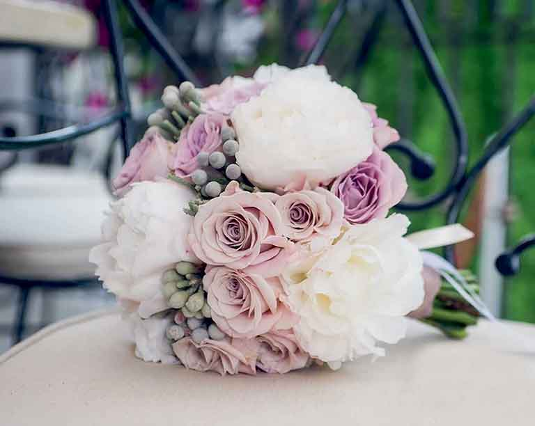 Bouquet de rose sur table