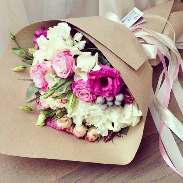 bouquet-evenementiel-fleurs-rouges-blanches